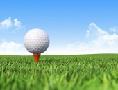 Golf ball on tee in grass  — Stock Photo