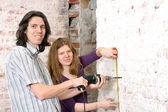 Young couple repairing apartment — Stock Photo
