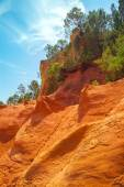 Sienna cliffs in outdoor park — Stock Photo