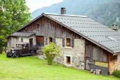Old house in Alps — Stock Photo