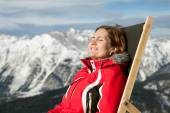 Woman at mountains in winter — Stock Photo