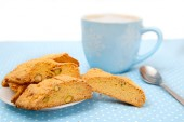 Hot beverage with cookies — Stock Photo