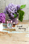Two tone Lilac flowers with Good Morning note — Stock Photo