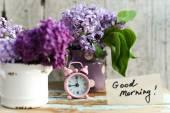Dois Tom flores lilás com nota de bom dia — Fotografia Stock