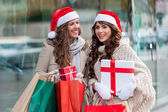 Girls at shopping for christmas, in the city — Stock Photo