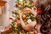 Decoratind the Tree — Stock Photo