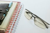 Note book pen and glasses — Stock Photo