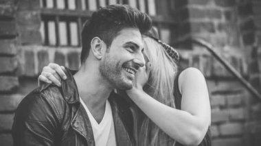 Girl Whispers in Guys Ear — Vídeo Stock