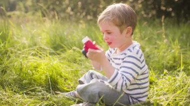 Little boy enjoys taking photos with toy camera — Stock Video