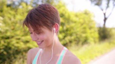 Sport Woman Listening to Music — Stock Video