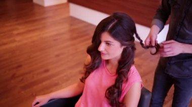 Hair Stylist Making a Plait — ストックビデオ