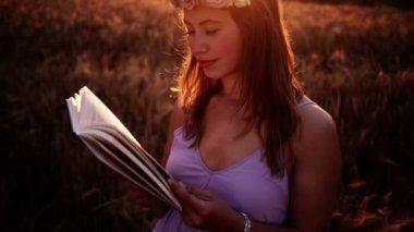 Girl Reading At Sunset — Stock Video