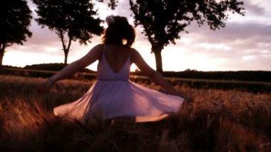 Woman Twirling in Wheat Field — Stock Video