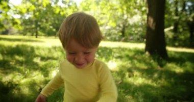 Boy Explores Park — Vídeo Stock