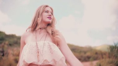 Boho girl on a dirt road — Stock Video