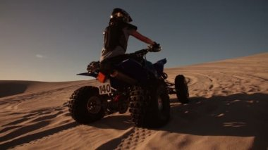 Quad bike being driven uphill — Stock Video