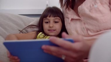 Mom and daughter using a digital tablet — Stock Video