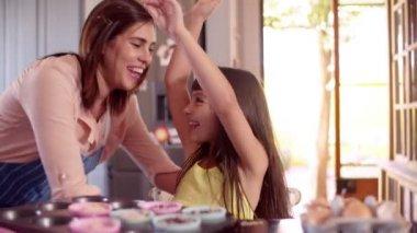Mom hugging little girl in the kitchen — Stock Video