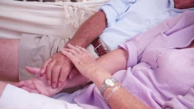 Senior couple holding hands lovingly — Stock Video