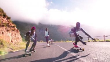 Longboarders racing on a mountain road — Stock Video