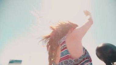 Teen girl on road trip — Stock Video