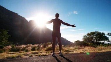 Athlete enjoying the early morning sun — Stock Video