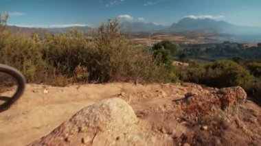 Extreme trail rider maneuvering his bike — Stock Video