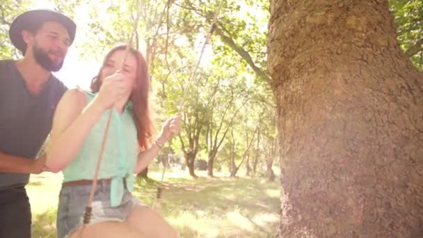 Boyfriend kissing his girl on swing — Vidéo