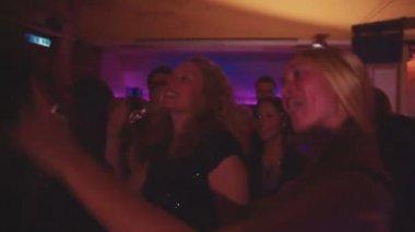 Group of friends dancing on the dance floor — Stock Video