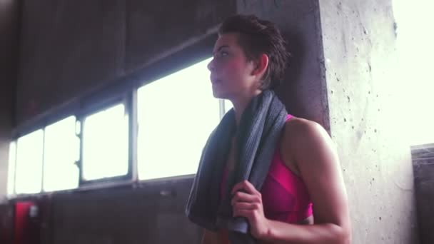 Girl looking serious while taking a break — Vídeo de stock
