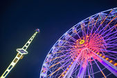 Ferris wheel and tsunami — Stock Photo