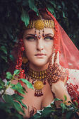 Beautiful young indian woman in traditional clothing — Stock Photo