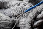 Gray yarn and hook — Стоковое фото