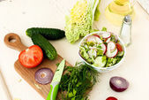 Spring salad with radishes, cucumber, cabbage and onion close-up — Stock Photo
