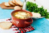 Green sorrel soup with egg in plate — Stock Photo
