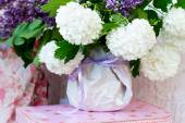 White lilacs in a vase — Stock Photo