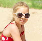 Happy girl at sea beach — Stock Photo