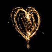 Sparkler firework light with heart shape. — Zdjęcie stockowe