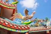 Escultura de cisne y Dragón decorar el techo. — Foto de Stock