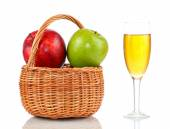 Basket of ripe apples and glass of apple juice — Stock fotografie
