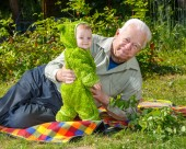 Little boy stays near grandfather outdoor — Stock Photo