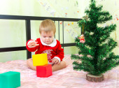 Talented little boy builds new year tower from plastic bricks — Stock Photo