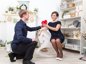 Handsome gentleman presents heart to his beautiful lady — Stock Photo