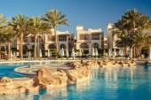 Swimming pool at the beach of luxury hotel, Sharm el Sheikh, Egypt. Luxury hotel in Naama Bay. — Stock Photo