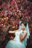 Portrait of beautiful young bride holding bright bouquet in hands. wedding celebration. nature green background. woman alone outdoors at the park — Fotografia Stock