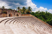 Amphitheater in ancient village Altos de Chavon - Colonial town reconstructed in Casa de Campo, La Romana, Dominican Republic. tropical seaside resort — Stock Photo