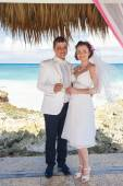 Couple getting marriage on the tropical caribbean beach. — Стоковое фото
