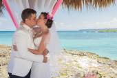 Couple getting marriage on the tropical caribbean beach. — Stock Photo