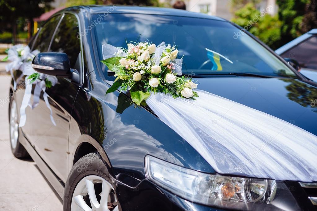 Bukiet Kwiatow Wystroj Samochod Slubny Dekoracja Samochodu Kwiaty Slub Zdjecie Stockowe C AZZ