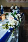 Beautiful flowers at table in wedding day. Floral arrangement on  banquet — Stock Photo